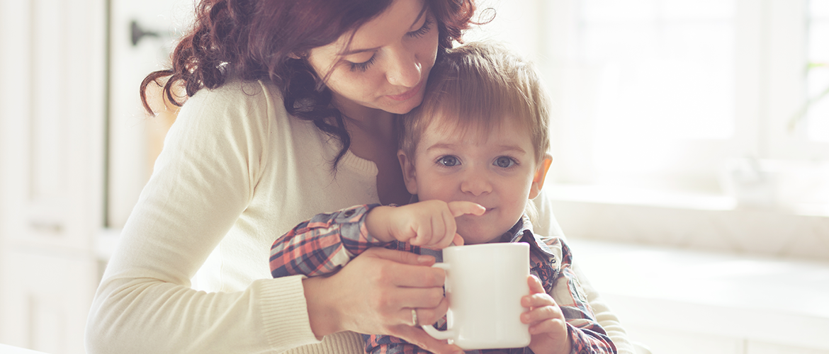 The transition from bottle to cup: an important milestone for every baby