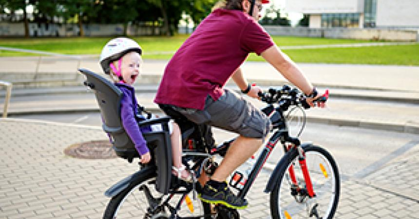 Taking a bike ride with your children: small gestures to make it a great experience!