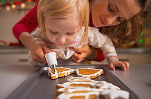 Avec les mains à la pâte : préparons ensemble les biscuits des fêtes !