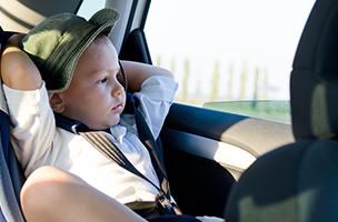 Lange Reisen mit Kindern: wie man sie entspannt hinter sich bringt