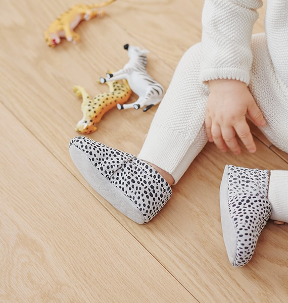 WHY SHOULD BABY WEAR CRIB SHOES?